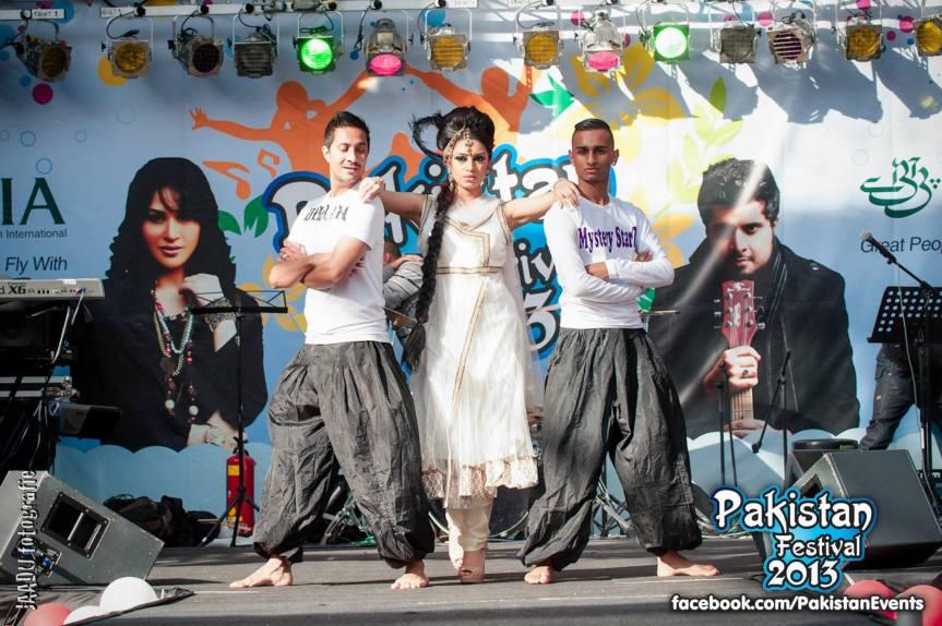 Fotoshoot en modeshow tijdens 'Pakistani mela' met Sadhana Lila en UniQue in De Uithof, DenHaag