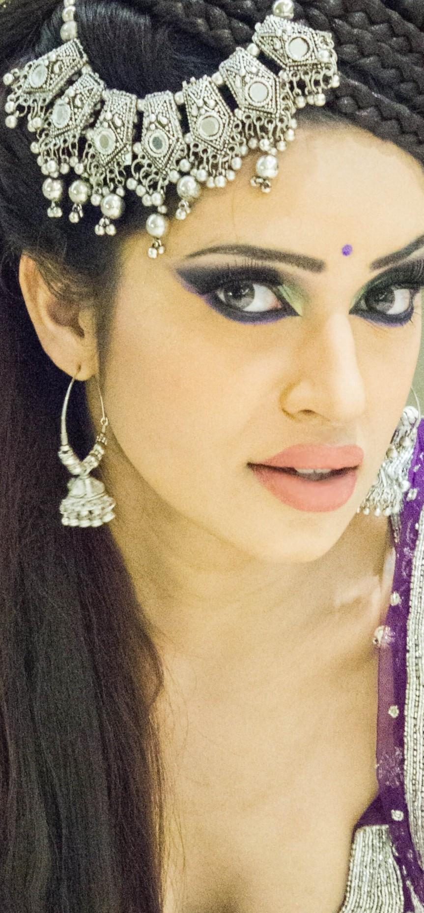 Fotoshoot Sadhana Lila voor Asian Bridal met UniQue tijdens 'Sonu Nigam Live in Concert' in World Forum Theater, DenHaag