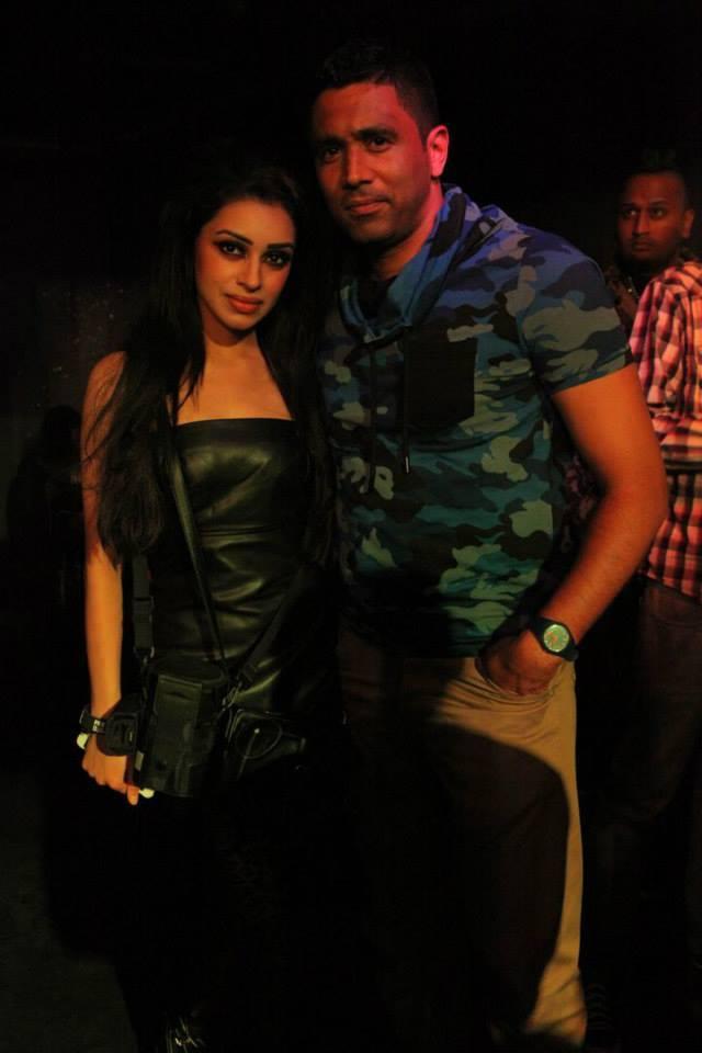 SNAPSHOTS: Sadhana Lila '2FAMOUSCRW live in club Eclipse,Dansie'